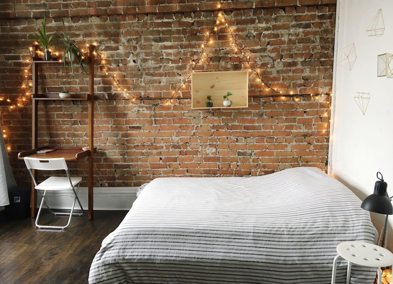 Large & Bright Bedroom in MileEnd + Free Parking
