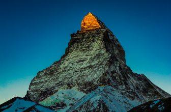 Zermatt: Skifahrern unterhalb des Matterhorn